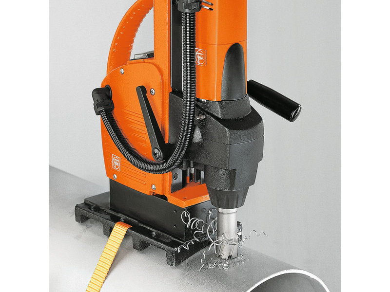Pipe drilling device
